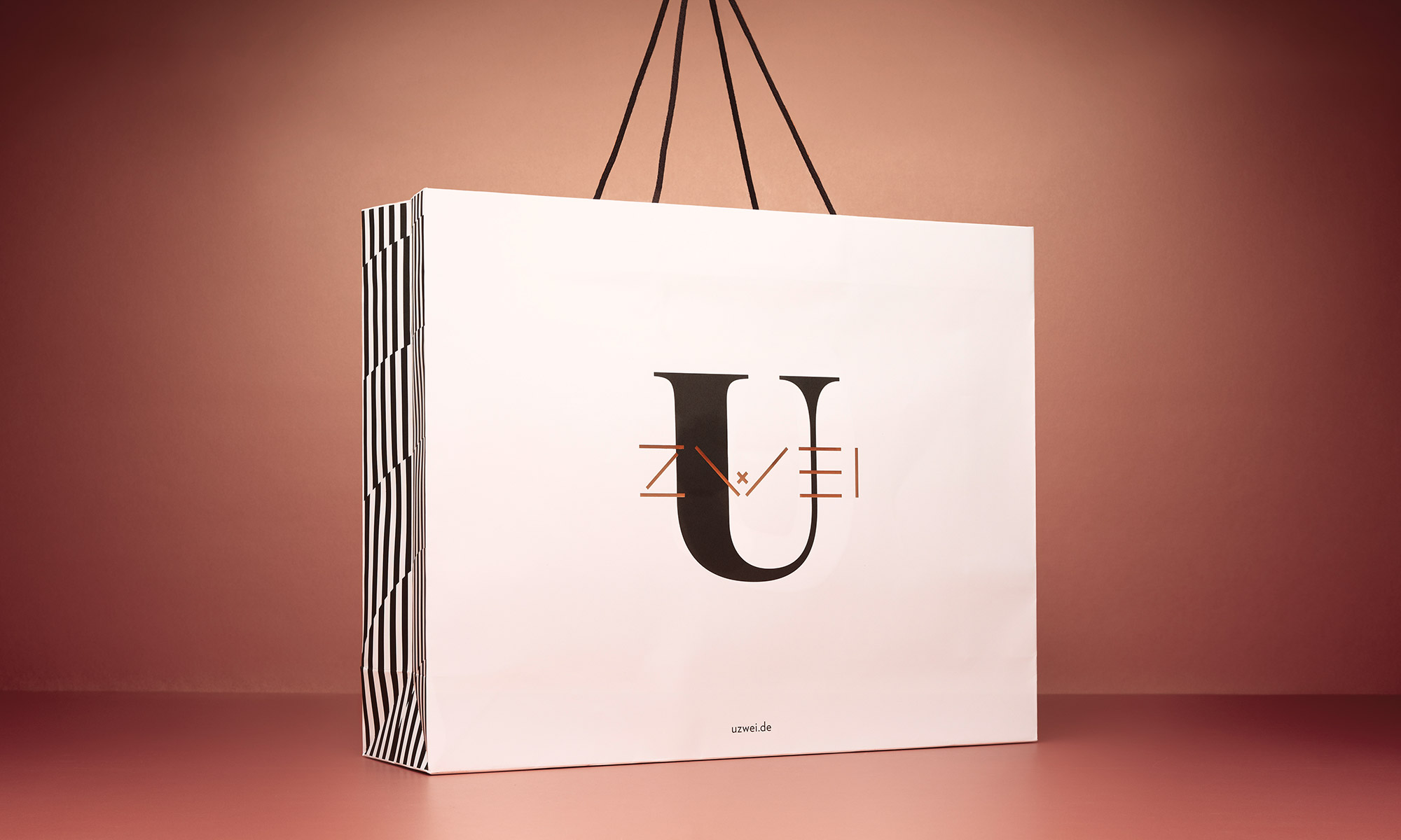 Uzwei - Editorial Store